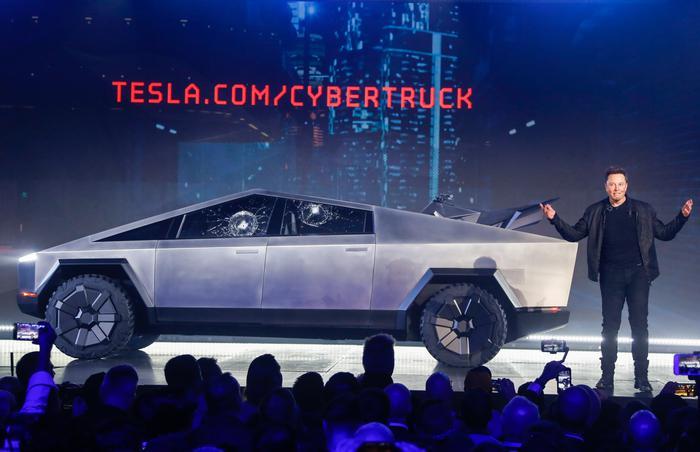 Tesla_zeigt_futurist_63443054edited