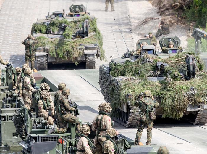 Bundeswehrsoldaten_b_62916051edited